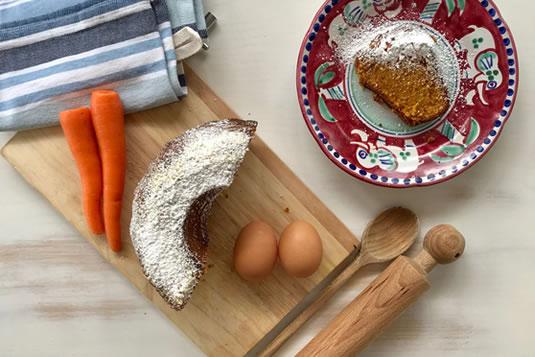 La torta di carote e mandorle è una delle ricette di Casa Bonita per la prima colazione