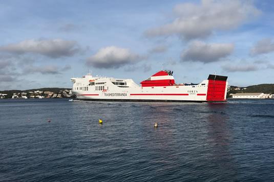 Transmediterránea y Baleares son las dos compañías navieras que conectan Menorca con el resto de las Islas Baleares y Barcelona