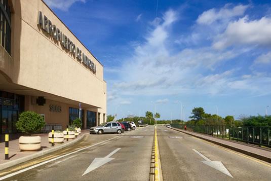 Bienvenidos a Menorca, una isla donde el orden y la limpieza ya se pueden ver en el aeropuerto de Mahón
