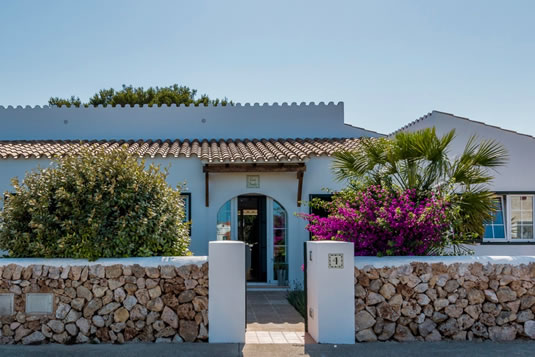 The entrance of Casa Bonita, Guest House in Menorca