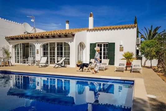 Casa Bonita Menorca is a white villa with saltwater pool