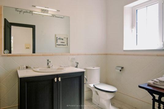 Il bagno en suite con vasca e doccia di Einstein