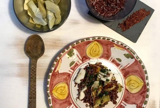 seppie con carciofi e riso rosso